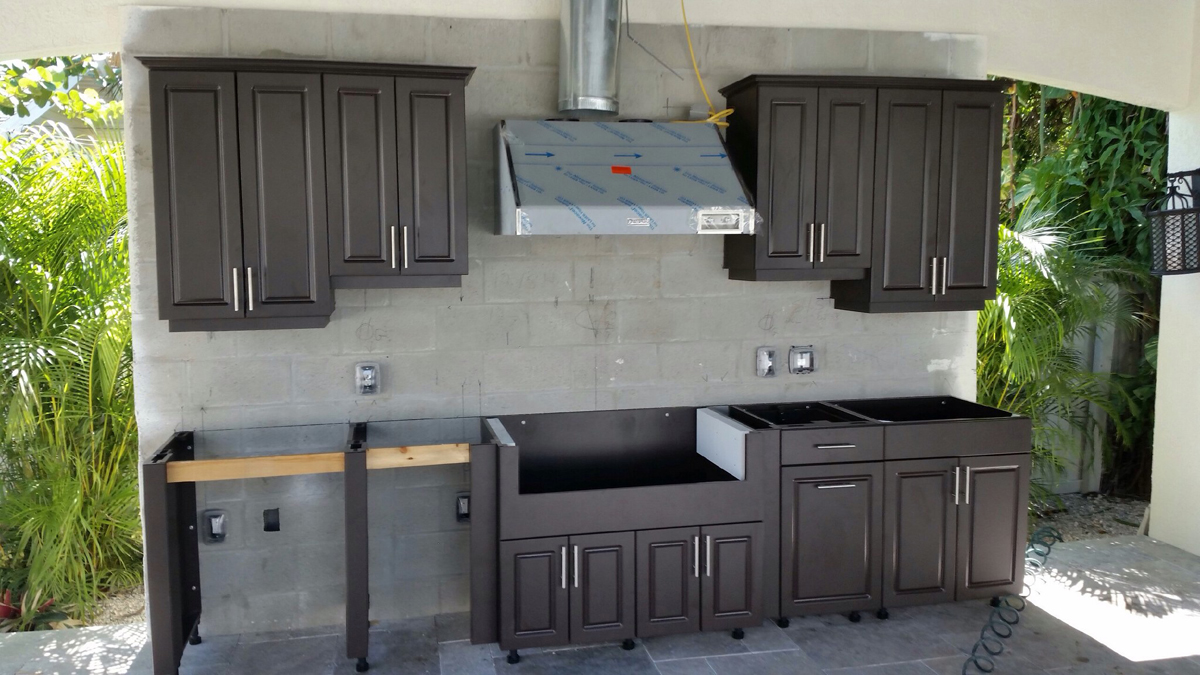 Installation Soleic Outdoor Kitchens of Tampa
