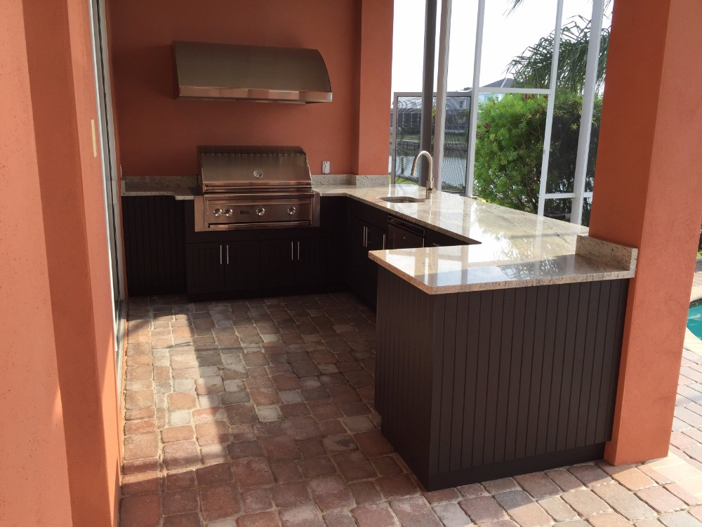 poolside outdoor kitchen in apollo beach