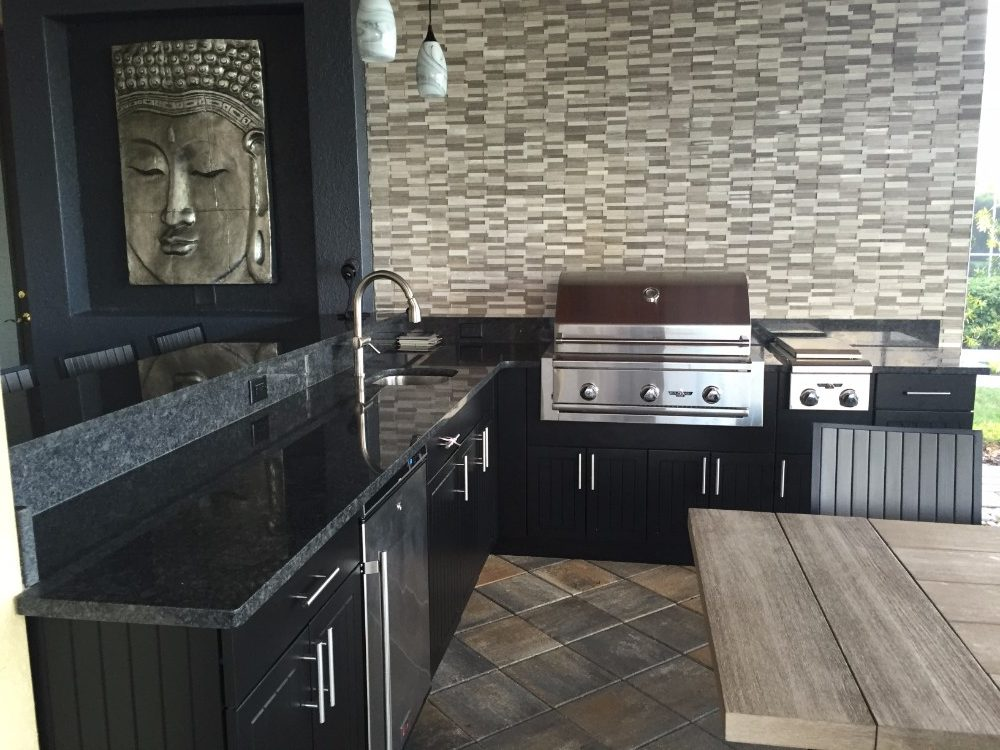 Full outdoor kitchen design in new tampa