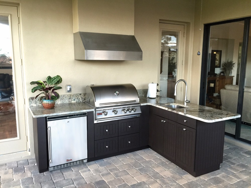 Dade city kitchen design idea for outdoor grilling